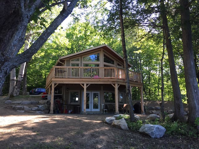 New lakefront cottage near Huntsville, Muskoka