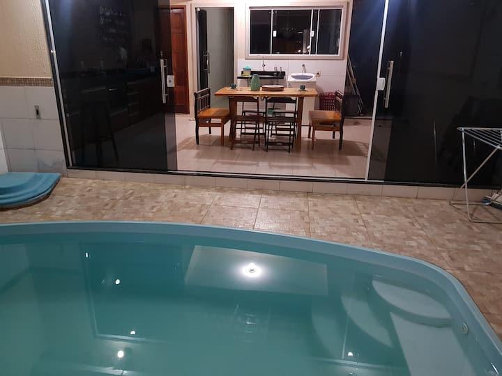 casa inteira com piscina Piúma prox iriri temporad