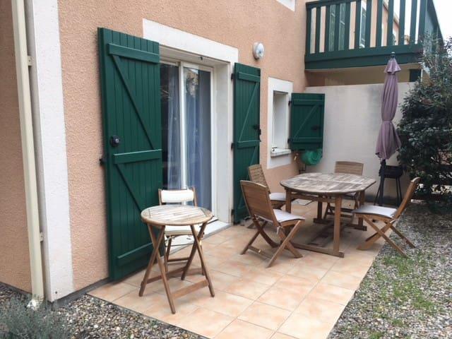 Charmant appartement T2  jardin clôturé proche mer