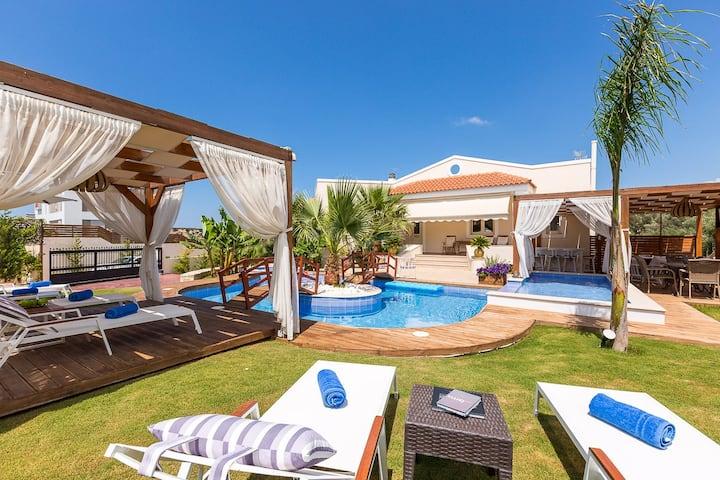 Eva Villa with Private Pool & Whirlpool!