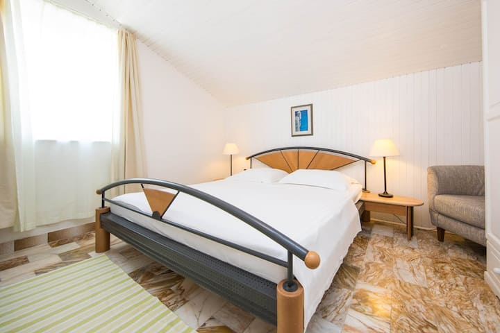 Guest House J&J - Classic Double Room with Sea View