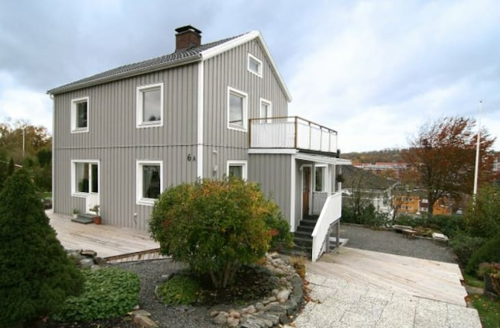 Charming, modern villa with an ideal location - Mölnlycke - Bungalow