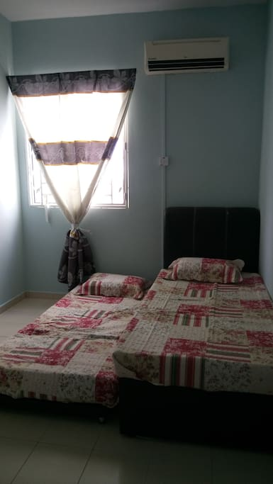 Single pull out bed