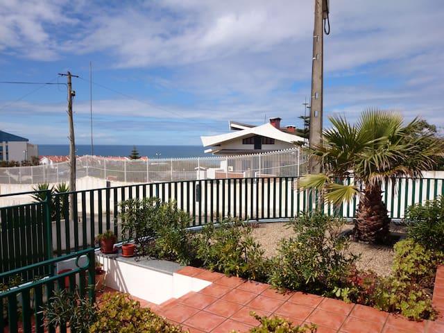 Big beach house in Santa Cruz - Vale Janelas - Hus