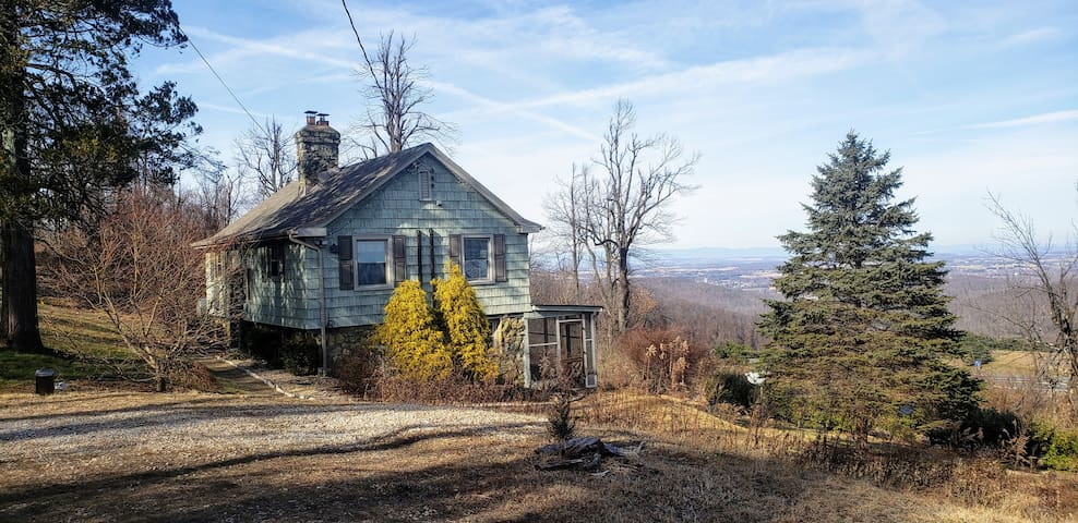 Cozy Cottage w/ Majestic Views of Blue Ridge Mtns