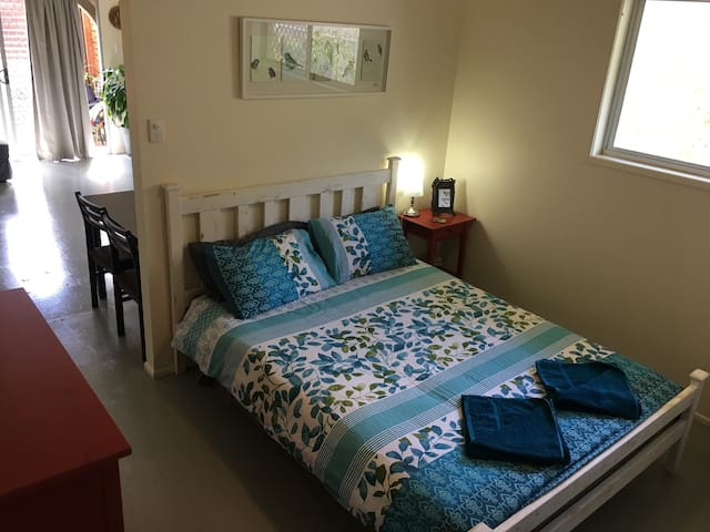 Cozy Self-Contained Studio - Mullumbimby - Chalet