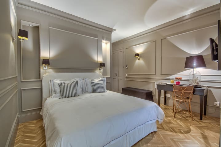Blanc Boutique Suite 5