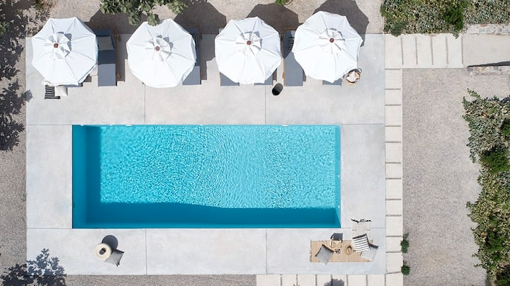 1 Milos Bliss, suite with veranda (2-4 persons)