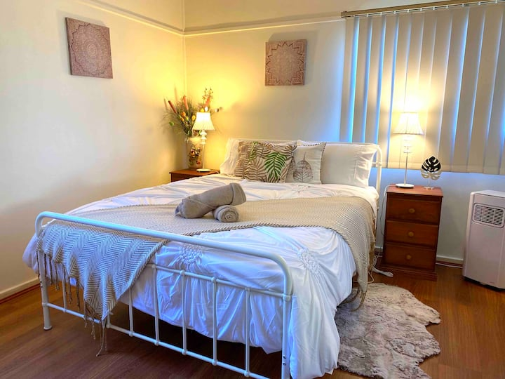 🌟Your Urban Room! Close to station  shops beaches🌟