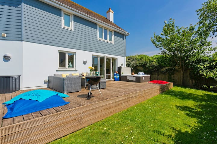CROYDE BREEZES | 5 Bedrooms |  Luxury home | Walk to the beach| Hot Tub|