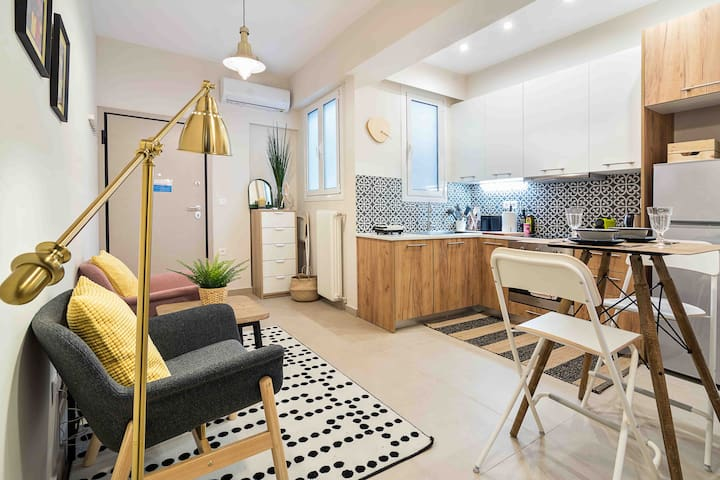 Entire Apt, Fully Equipped Shining ☆ in Petralona