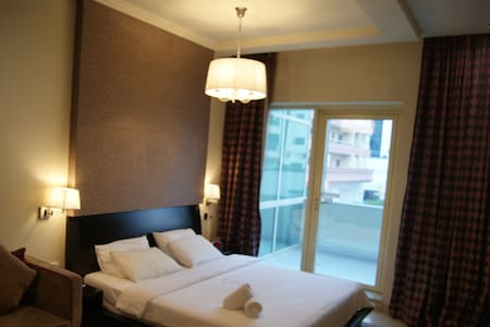 Spacious serviced studio Oud Metha 5' to airport - Dubai - Bed & Breakfast