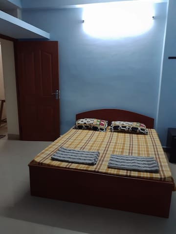 Calm Air-conditioned Private Bedroom with Kitchen.