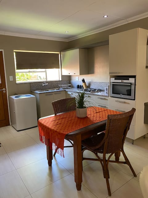 Private flat in secure complex, easy acsess N12/N4