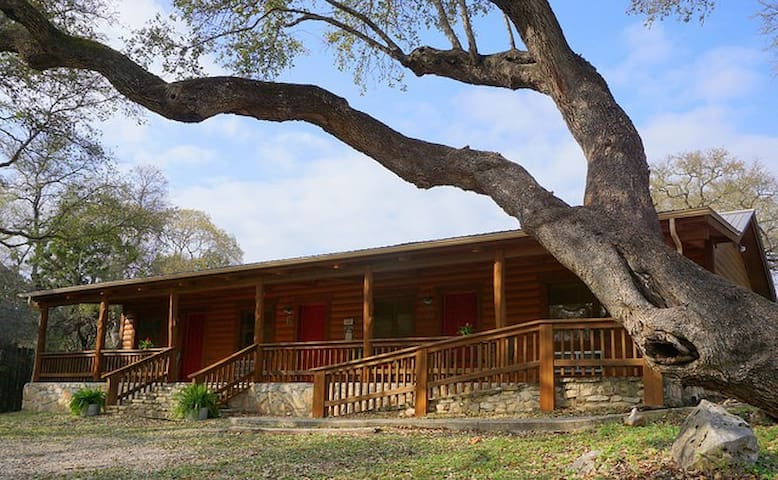 Wimberley Log Cabins Resort and Suites- Unit 5