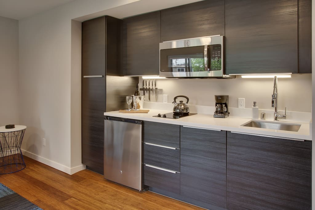 modern gem in wallingford apartments for rent in seattle washington united states. Black Bedroom Furniture Sets. Home Design Ideas