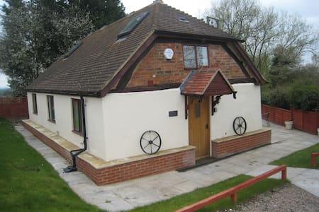 Romeo Cottage HOT TUB - Sleeps 5 Singles or Double