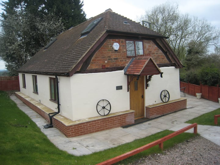 Romeo Cottage HOT TUB - Sleeps 5 Singles or Double