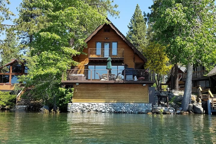 Lake Escape - 4 BR LAKEFRONT  w/ Pier, Hot Tub, and Buoy Too!