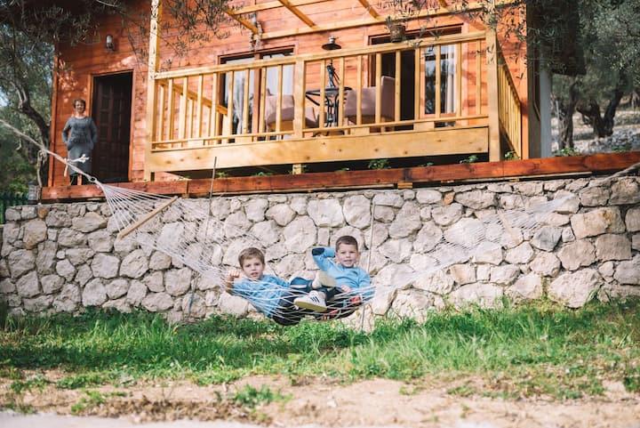 Cottage , Four Olives