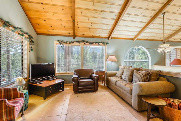 Beautiful family-friendly home w/shared sports courts & near many ski slopes!