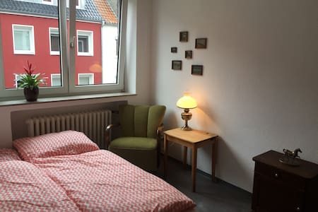 room+bikes, close to train station - Apartment