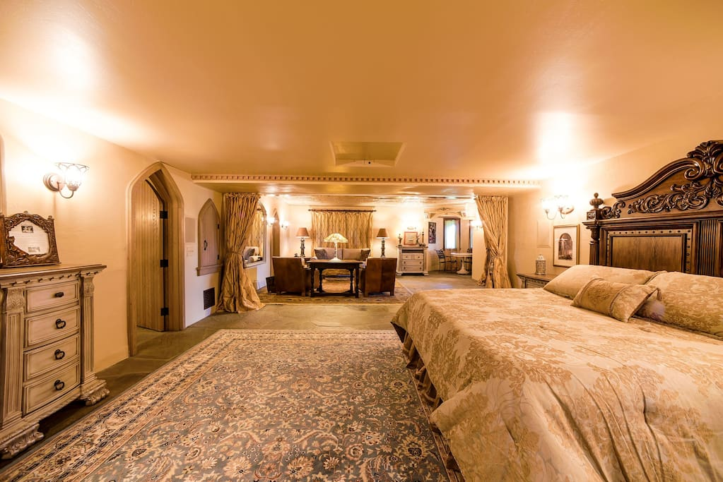 The King's Suite is a large & elegantly decorated room.