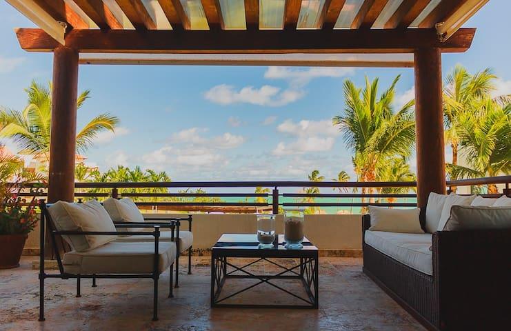 Elegant Apartment Ocean Front, private beach