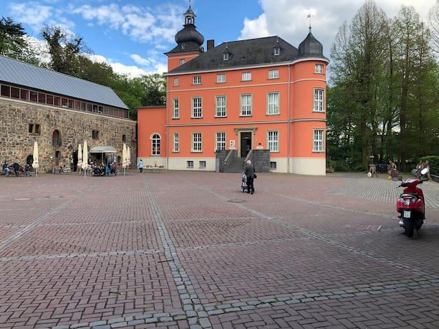 Kleines Cosy Haus direkt an der Burg Wissem