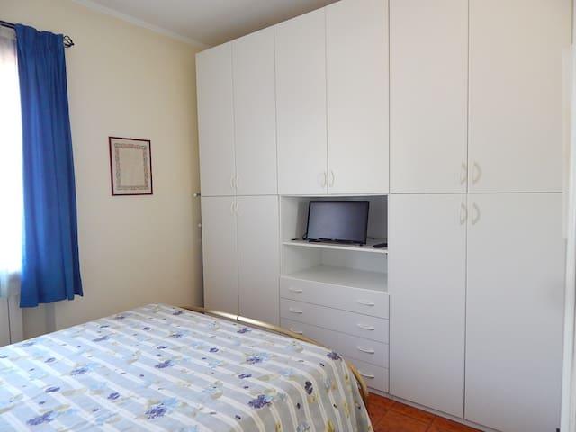 Camera da letto al primo piano superiore / Bedroom on the first upper level