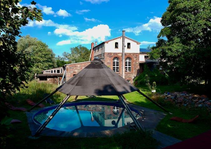 Großzügige Villa S&I umgeben von Natur