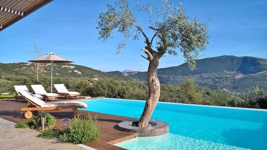 Luxury and spacious stone-built villa with private pool and jacuzzi - Lefkada