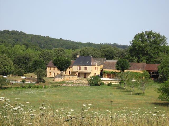 Maison énéa - à 6 km de SARLAT - Sainte-Nathalène - Huis