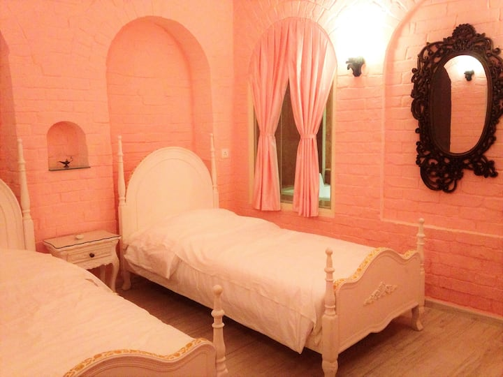 Princess Suite Room (in ROSE Heritage Home)