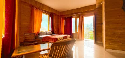 Luxury Wooden Cottage Room with 360 view