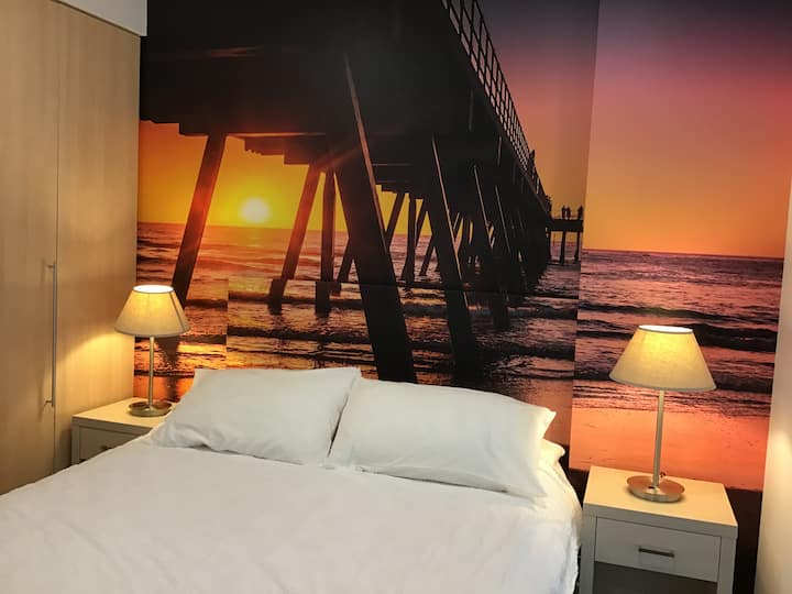 Sunset Apartment, beach location in Glenelg