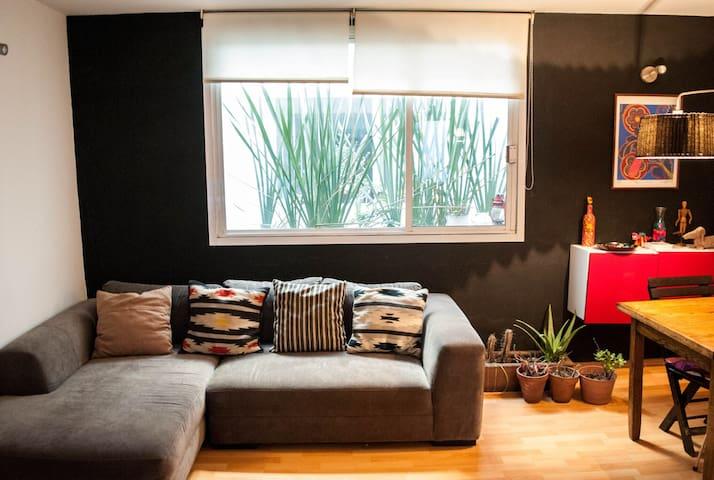 stylish apartment, great location!