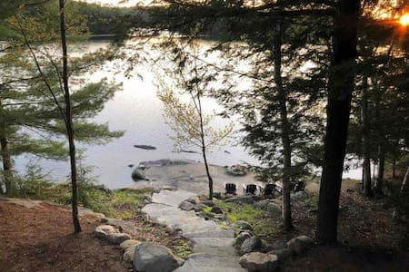 The Point: Family Cottage with private beach