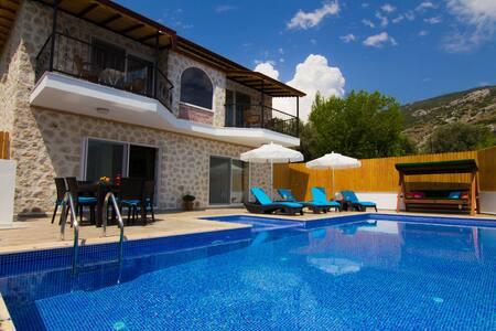 Antalya Kalkan'da Muhafazakar Lüks Taş Villa