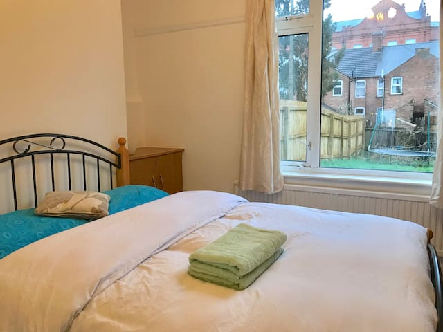 Very warm Double room in the central Leicester. R2