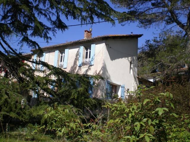 Quiétude d'une maison languedocienne - Cabrerolles - Casa