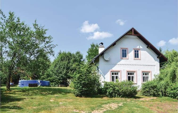Holiday cottage with 4 bedrooms on 229m² in Hostinne