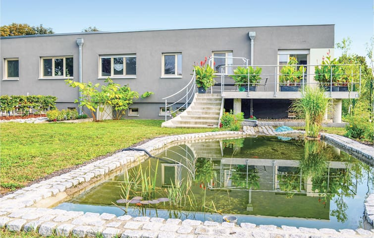 Terraced house with 3 bedrooms on 215m² in Dessau-Roßlau