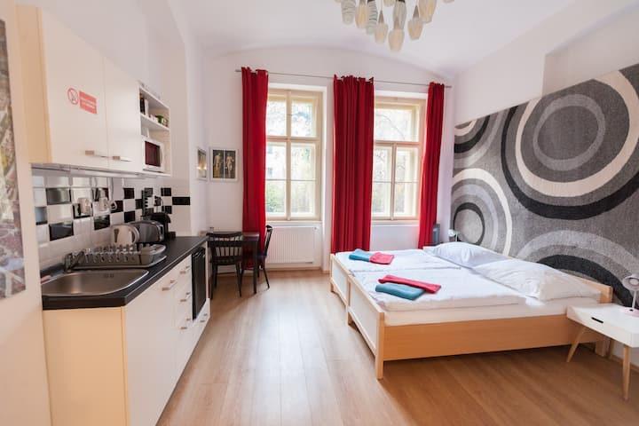 [3] flexible twin beds / kitchenette / bathroom