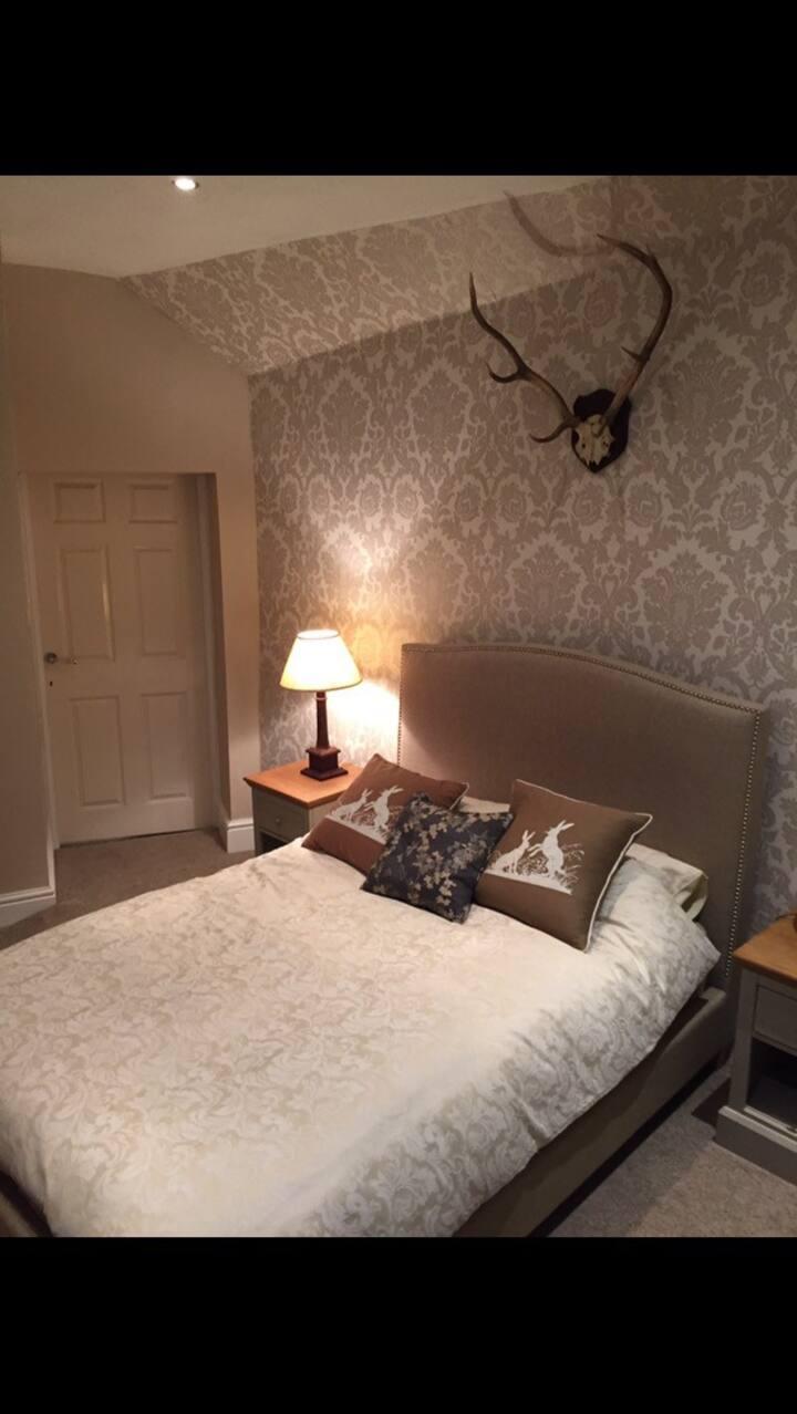 Ironbridge townhouse Grade II 3 storey room 3