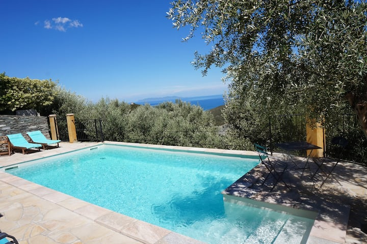 Stonehouse with privat pool and stunning sea view