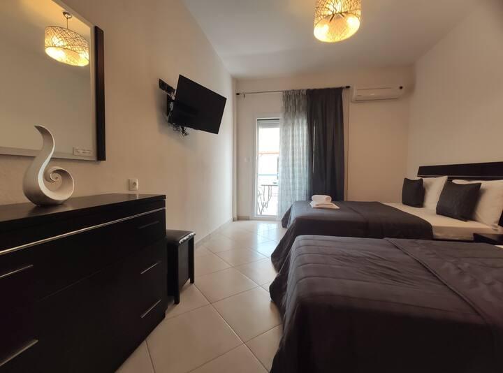 "White & Blue Apartment in Sarti "" Sun Flower"""