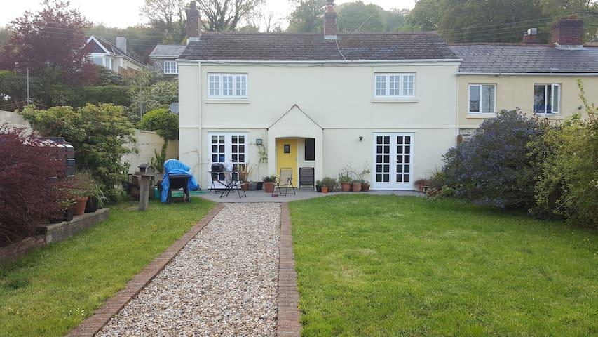 Beautiful Hideaway Cottage