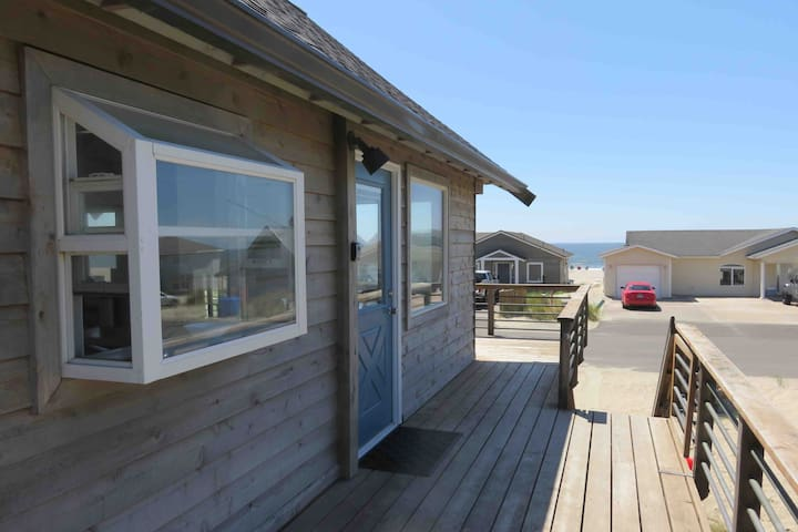 Ocean Front & Beach Access, Newly Renovated!