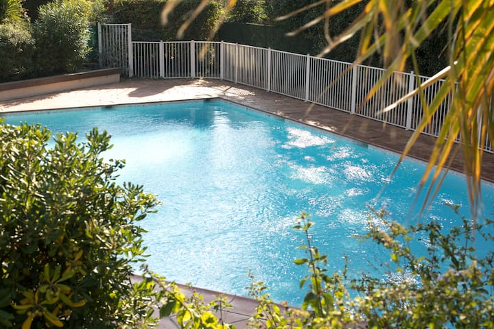 Apartments in carqueiranne for Beau jardin apartments reviews